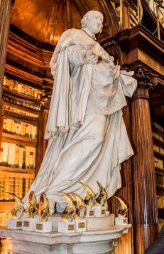 Biblioteca Casanatense, statua del cardinale Girolamo Casanate e premi